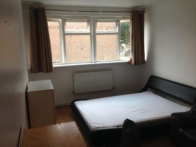 Large double room in London