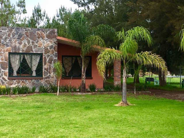 Cabañas & Casas entre Patzcuaro y Morelia (Jade)