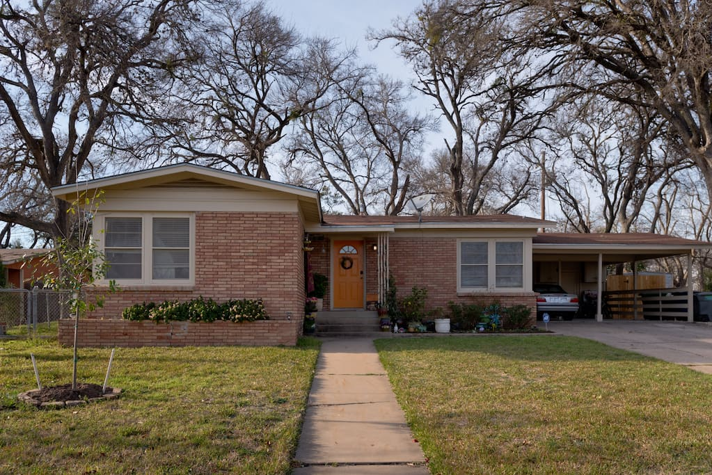 Remodeled 1950s Bungalow style home, great for entertaining