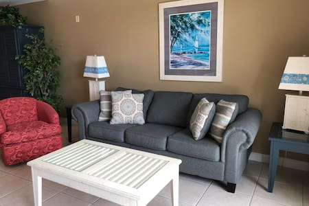 Perfect Beach Getaway~Amazing 2 Bedroom Condo 209