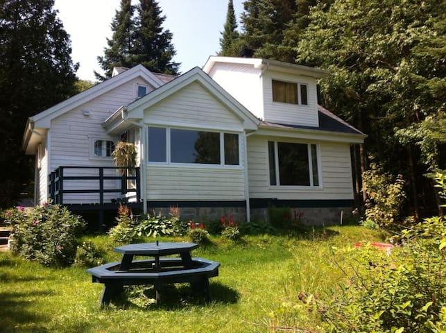 Lakefront Laurentian Cottage - Val-des-Lacs - Chalupa