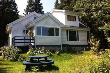 Lakefront Laurentian Cottage - Val-des-Lacs - Dağ Evi