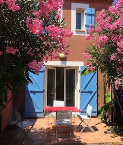 Villa à la mer avec son jardin