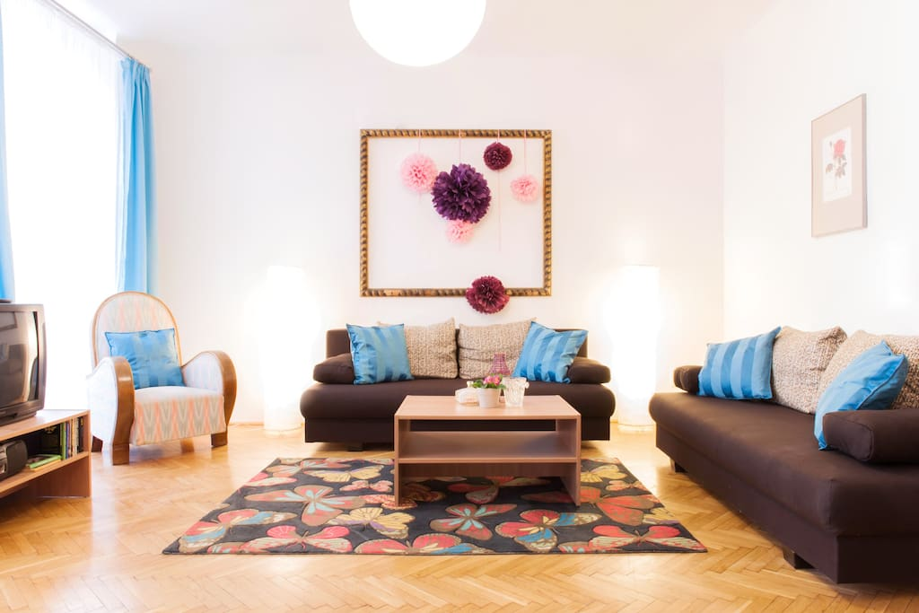 Nice large livingroom with two double pull-out sofa