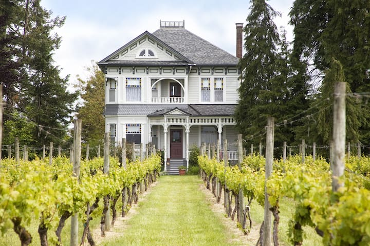 Joseph Mattey House B&B & Vineyard - McMinnville - Bed & Breakfast