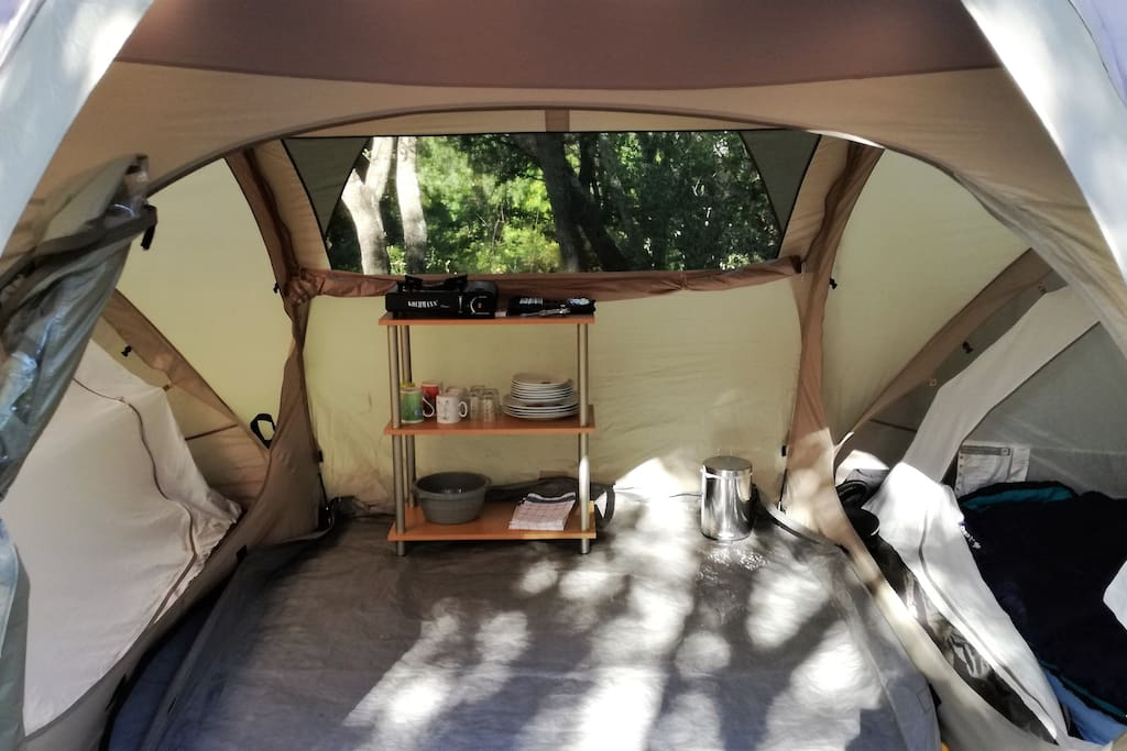 Zelt mit 2 Schlafkabinen für je 2
