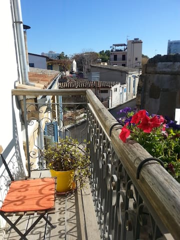Old Town charm, private room with private bathroom - Nicosia - Huis