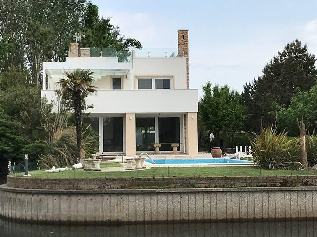 Super Deluxe Villa Rondinella