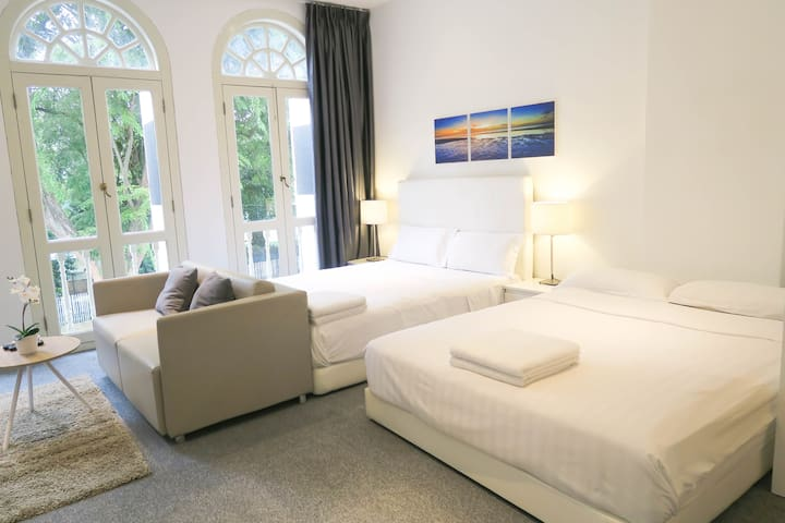 NEW Spacious 2 Queen bed Studio Apt @ Orchard Area