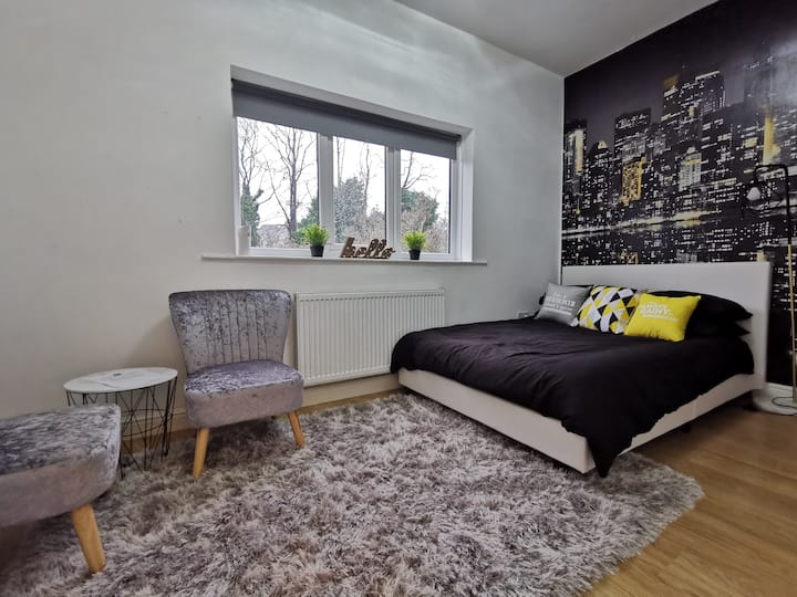 Lush studio💗 near Birmingham City Centre/Broad St