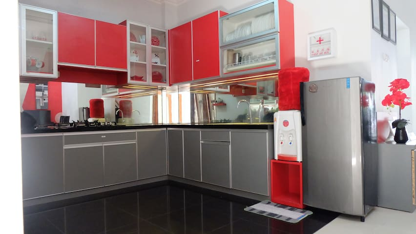 Rumah 4 kamar full AC dekat Ambarukmo Plaza