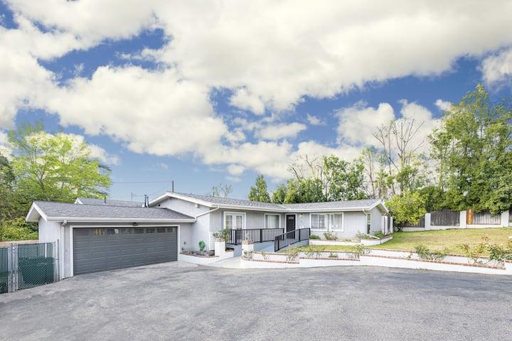 6 BDRM Home, Big Backyard, Outdoor Deck & 🏀 Court