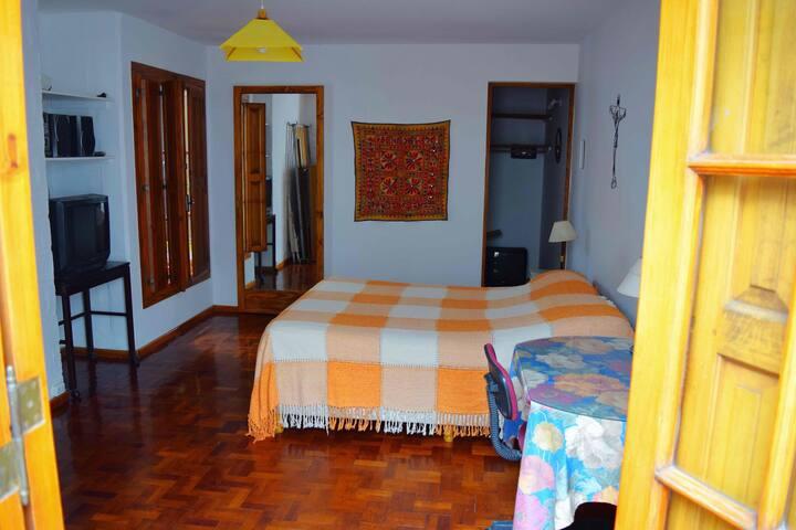 Hermosa habitación con baño y cocin - Godoy Cruz - House