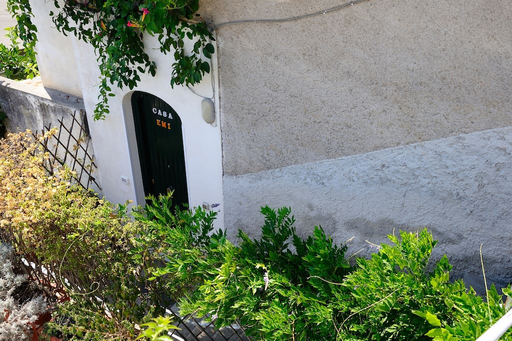 EMI HOUSE DOOR ENTRANCE ONLY 20 STEPS OF THE ROAD