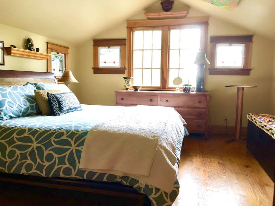 King bedroom upstairs with closet, dresser & seasonal views of Belmont University & downtown