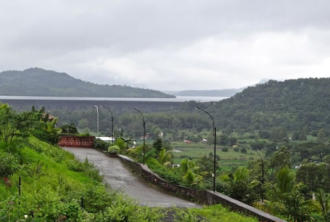 Beautiful AC Villa with Mulshi Dam view
