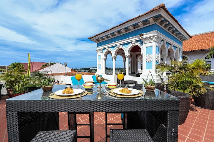 Tropical Oasis Rooftop Apartment in Casco Viejo A2