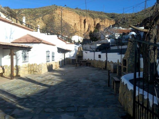 Cuevas Almugara - El Rinconcillo - Los Baños - Gua