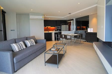 Spacious 2 BR in Sathorn near BTS with City View