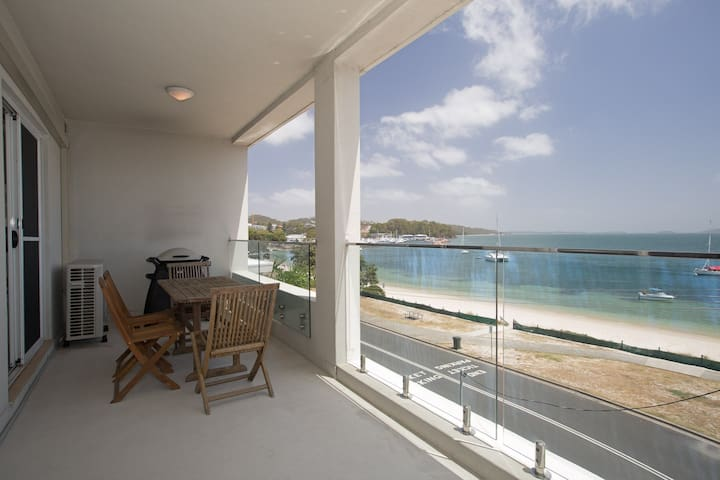 7 'Bayview Towers', 15 Victoria Parade - stunning unit with fabulous views