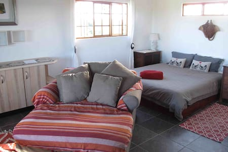 Cozy open plan 2 sleeper cottage. - St Lucia Park - Cabin