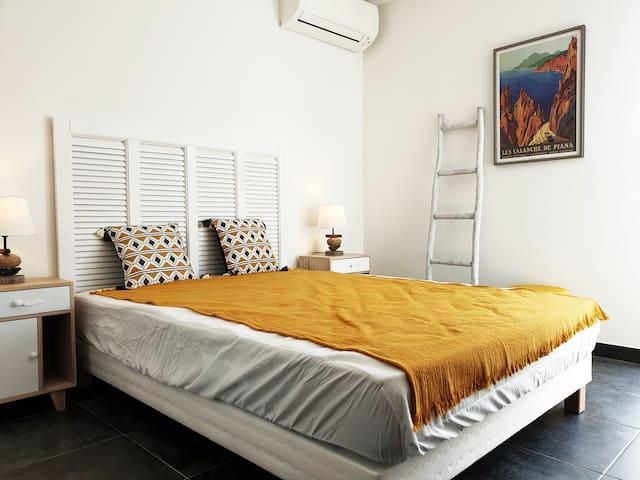Chambre lit en 140 cm avec climatisation