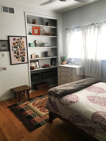 Bright, Warm 1 bedroom.  Full Size bed.