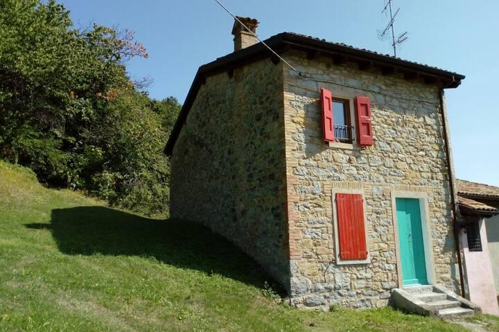Casa con vista su Castel d'Aiano