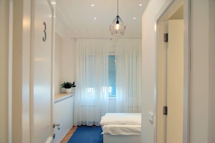 Karavan Inn Deluxe Double Room