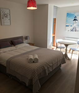 Spacious Salthill Apartment - Galway - Wohnung