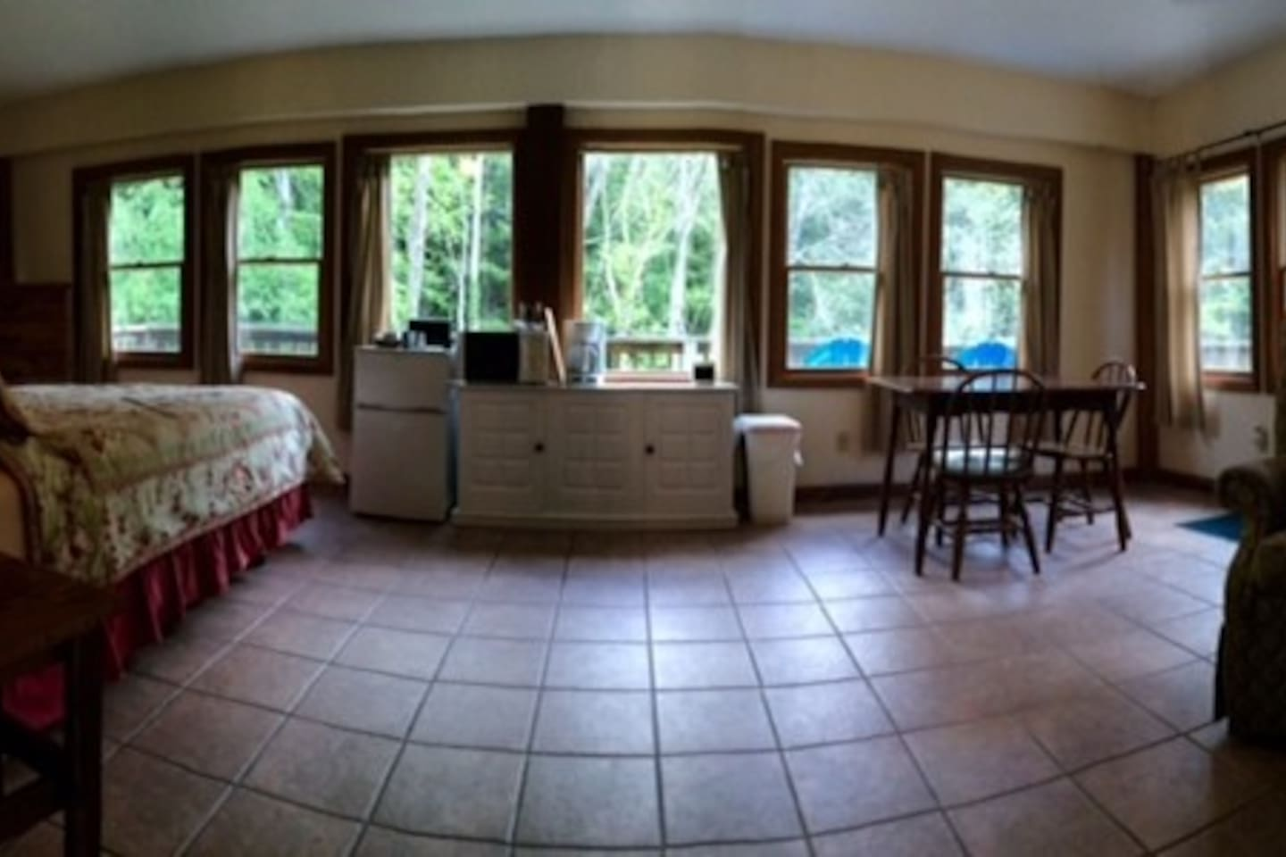 open room with kitchenette