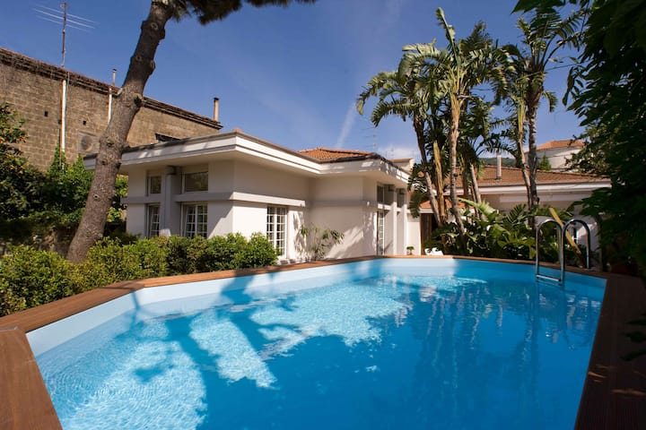 AMORE RENTALS - Villa Lux 1 with Private Swimming Pool, Parking and Terrace