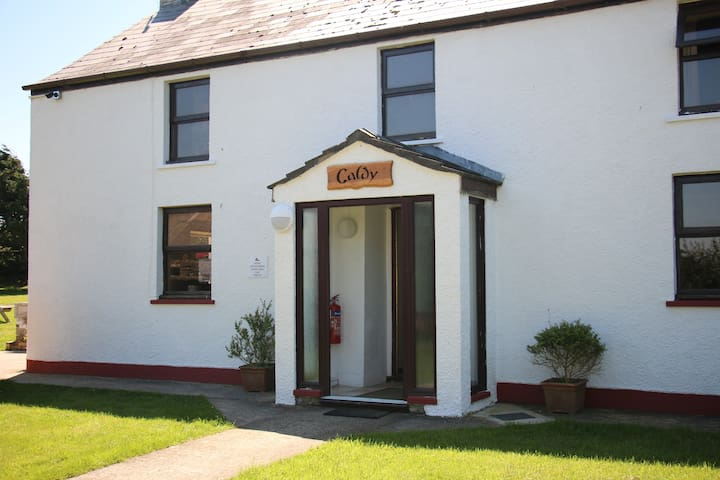 Double or Twin Ensuite Bedroom in Caldey House - Newgale