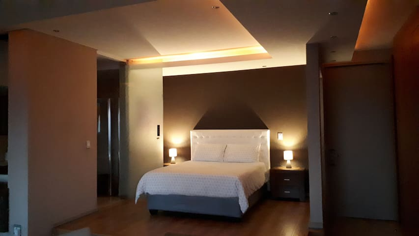 1606: The Franklin Luxury Suites