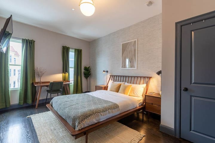 Furnished Room in the heart of Sunny South Boston