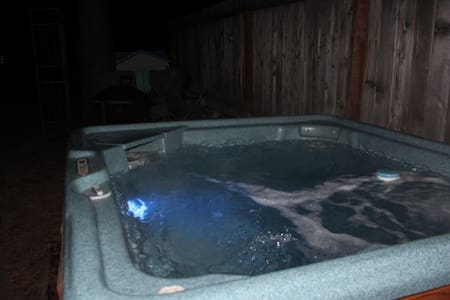 Hot Tub, Location, Sleeps 2 & Dog - House