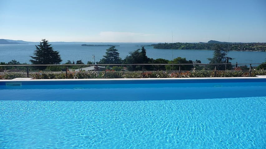 Relax, view and swimmingpool - Gardone Riviera - Apartemen