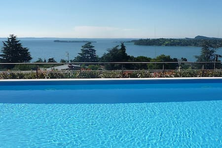 Relax, view and swimmingpool - Gardone Riviera