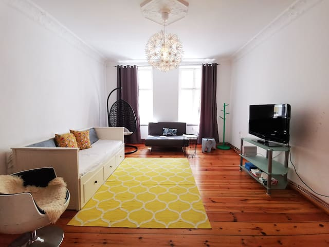 lovely two Room city Altbau for up to 4 People