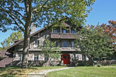 Stone Chalet Bed & Breakfast Inn - Ann Arbor - Bed & Breakfast