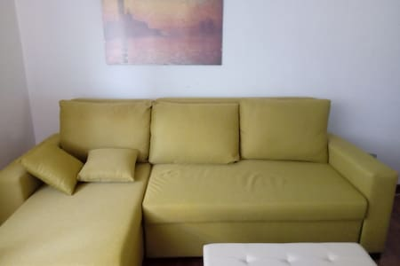 Room with sofa next Treviso Centrale train station