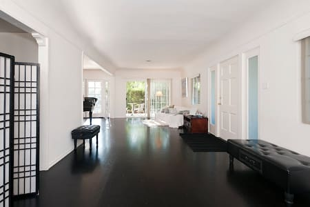 Beautiful cozy private room + bath - Los Angeles - Haus