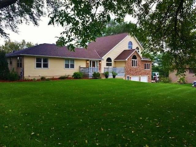 Large Home on Mississippi RIver with Great Views - Champlin - Rumah