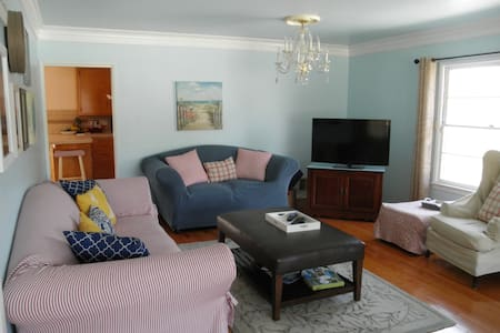 Beautiful Home - Centrally Located - 惠蒂爾(Whittier)