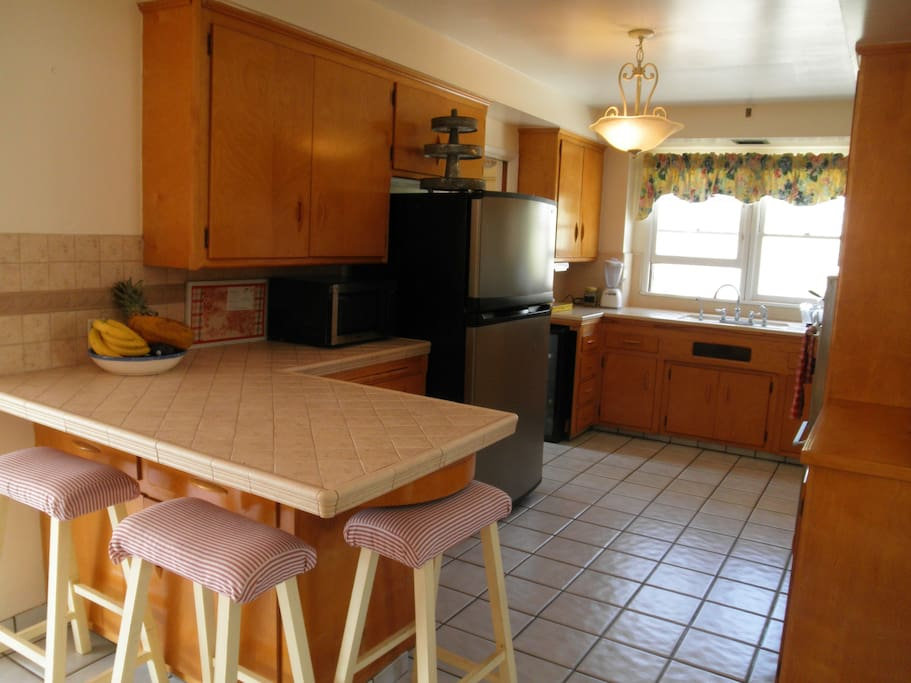 Eat in kitchen, wine fridge, separate laundry room