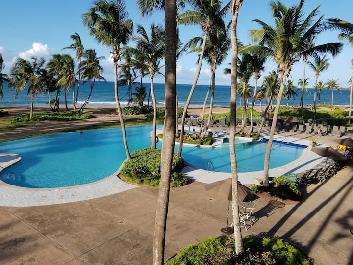 Beachfront Luxury 2BR Villa@Villa Celeste, Rio Mar