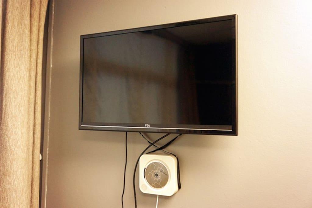 32寸液晶电视及CD播放机 32' Cable TV and CD Player