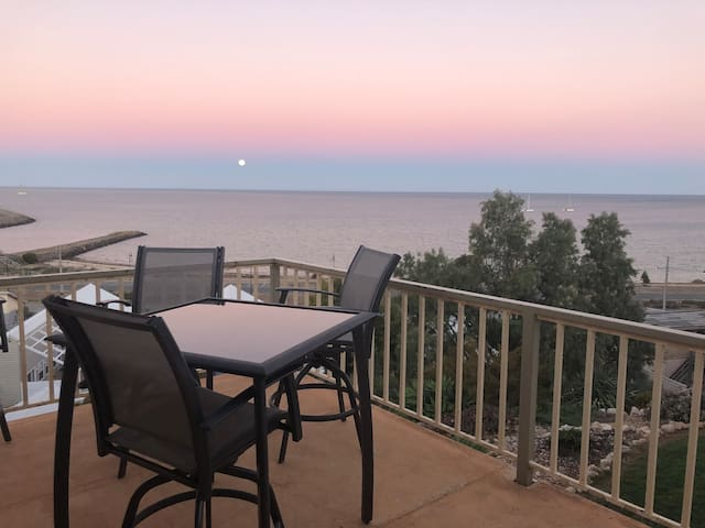 Stunning Cliff Front Property at Port Vincent