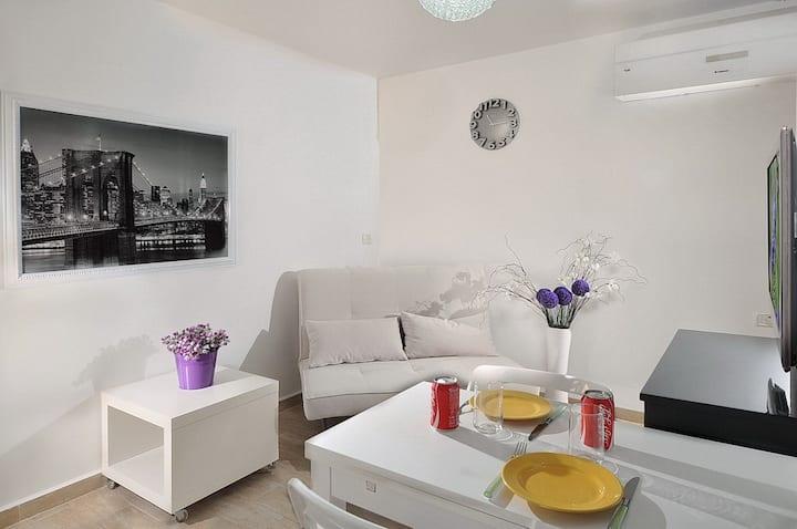 New Nice 2 Rooms Suite