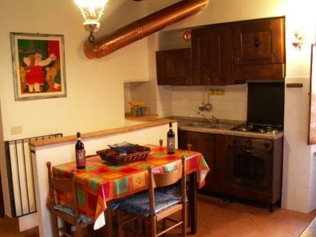 Medieval apartment in the historic  - Sarteano - Daire